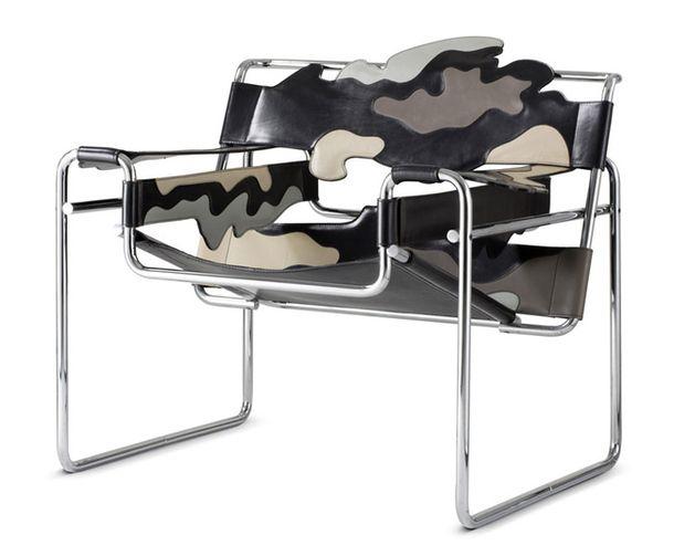 Он украсил знаменитое кресло «Василий» Марселя Брейера разноцветными органическими формами